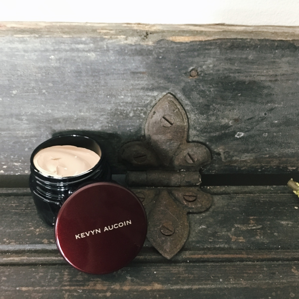 Kevin Aucoin – The Sensual Skin Enhancer Concealer and Foundation – Review